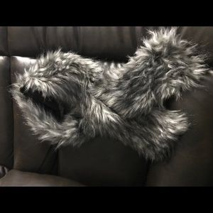 Faux fur interlocking scarf